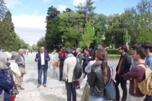 Le Pr Delfín Rodriguez Ruiz (université Complutense de Madrid) et le groupe devant le palais royal de la Granja de San Ildefonso